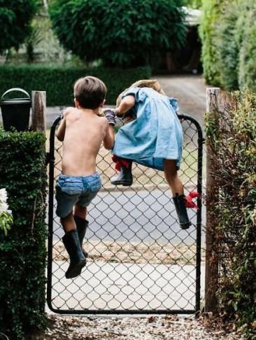 kids running away