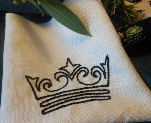 A simple crown in Chain Stitch